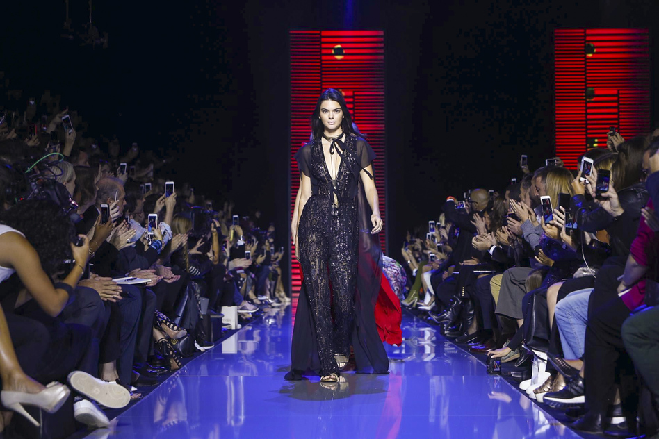 Elie Saab Fashion Show Ready to Wear Collection Spring Summer 2016 in Paris