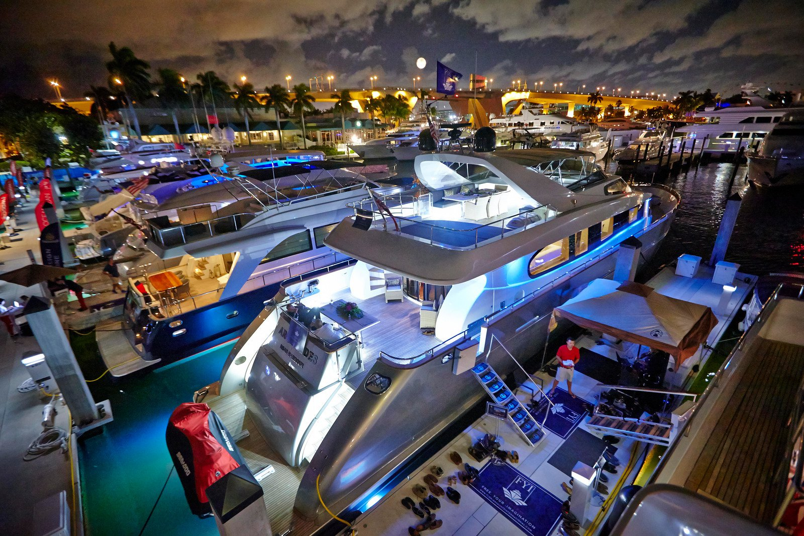 Ft.-Lauderdale-Boat-Show-Yachts